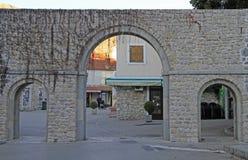 Südtor der alten Stadt in Trebinje Stockbilder
