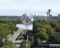 Südtor an USTA-New- Yorkwelt Billie Jean King National Tennis Center und 1964 s angemessenes Unisphere in Flushing- Meadowspark stockfotos