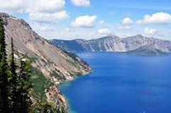 Südufer-Crater See und Zauberer-Insel Lizenzfreie Stockbilder