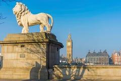 Südufer-Löwe auf Westminster-Brücke Stockbilder