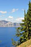 Südufer von Crater See schauend Nord zum Stahl Lizenzfreies Stockfoto