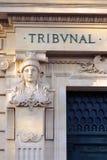 Sąd Karny statuy sprawiedliwości wejściowy trybunał Paryż Francja obrazy stock