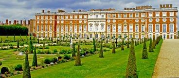 sąd uprawia ogródek Hampton pałac Fotografia Royalty Free