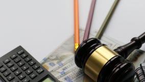 Sędziego kalkulator na pieniądze i hummer miejsce tekst zdjęcie wideo