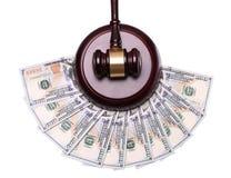 Sędziego pieniądze na bielu i młoteczek Obraz Stock