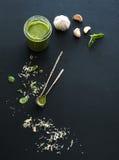 Słój świeży domowy robić pesto z składnikami dla Obraz Stock