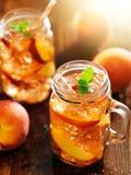 Słój brzoskwini herbata Fotografia Royalty Free