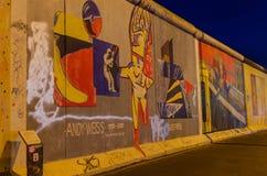 Sławna Berlińska ściana w nocy Zdjęcia Royalty Free