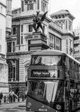 Sławna drangon statua która WIELKI BRYTANIA, WRZESIEŃ - 19, 2016 wskazuje granicę miasto Londyn, LONDYN - Obraz Royalty Free