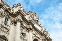 Sławna kolumnada St Peter bazylika w Watykan, Rzym, Fotografia Stock