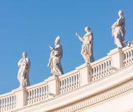 Sławna kolumnada St Peter ` s bazylika w Watykan, Rzym, Włochy obraz stock