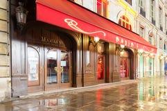 Sławna restauracyjna maksyma przy dżdżystą nocą, Paryż, Francja Fotografia Stock