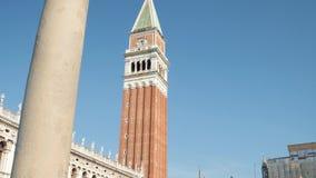 Sławna St Mark ` s dzwonnica przy San Marco kwadratem w Wenecja, jeden główni punkty zwrotni miasto zbiory