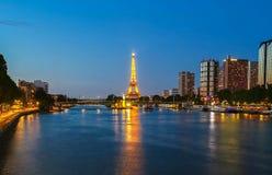 Sławna wieża eifla w półmroku, Paryż, Francja Obraz Royalty Free