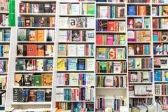 Sławne książki Dla sprzedaży Na Bibliotecznej półce Obraz Royalty Free