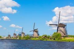 Sławni wiatraczki w Kinderdijk wiosce w Holandia Kolorowy wiosna krajobraz w holandiach, Europa UNESCO fama i światowe dziedzictw Fotografia Stock
