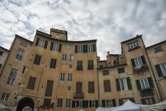 Sławny średniowieczny kwadrat znać jako piazza amfiteatr w Lucca Fotografia Stock