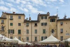 Sławny średniowieczny kwadrat znać jako piazza amfiteatr w Lucca Zdjęcie Royalty Free