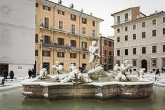 Sławny Cumuje fontannę Fontana Del Moro w piazza Navona po niezwykłego opadu śniegu 26 2018 w Rzym Luty Obraz Royalty Free