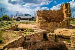 S?awny drogi Ford pojazd w mesy Verde parku narodowym obraz royalty free