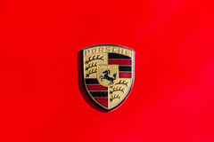 Sławny emblemat Porsche samochodów zakończenie Obraz Stock
