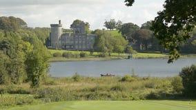 Sławny Irlandzki społeczeństwo kasztel, Dromoland i kij golfowy, okręg administracyjny Clare, Irlandia zbiory wideo