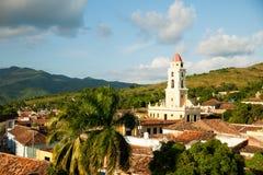 Sławny Kubański miasto Trinidad z starym kościelny wierza klasztorem Sain Obrazy Stock
