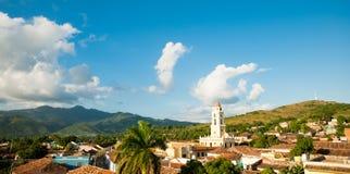 Sławny Kubański miasto Trinidad z starym kościelny wierza klasztorem Sain Obrazy Royalty Free