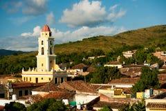 Sławny Kubański miasto Trinidad z starym kościelny wierza klasztorem Sain Zdjęcie Stock