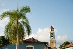Sławny Kubański miasto Trinidad z starym kościelny wierza klasztorem Sain Zdjęcia Royalty Free