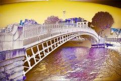 Sławny most w Dublin dzwonił Połówkę centu mostu - Surrealistyczna cyfrowa artystyczna wersja zdjęcia royalty free