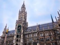 Sławny Munich urząd miasta przy marienplatz, Niemcy Bavaria godziny krajobrazu sezonu zimę Zdjęcia Royalty Free