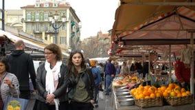Sławny na otwartym powietrzu rynek w starym miasteczku Ładny, Francja zbiory