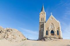 Sławny Niemiecki kolonialny kościelny Felsenkirche na wzgórzu w pustynnym grodzkim Luderitz, Namibia, afryka poludniowa Fotografia Stock