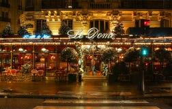 Sławny restauracyjny Le Kopuła dekorował dla bożych narodzeń, Paryż, Francja Obrazy Royalty Free