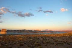 Sławny samotny rockowy jarzyć się w zmierzchu od punkt widzenia w Utah zdjęcia stock