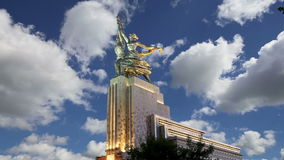 Sławny sowiecki pomnikowy Rabochiy ja Kolkhoznitsa kołchozu i pracownika kobieta pracownik lub spółdzielnia rolnik rzeźbiarz Vera zdjęcie wideo