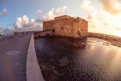 Sławny turystyczny średniowieczny kasztel Paphos, Cypr Fotografia Stock
