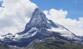 Sławy Matterhorn szczyt w chmurach, wysokogórski góry pasma krajobraz w szwajcarskich Alps widzieć od Gornergrat w SZWAJCARIA obrazy stock