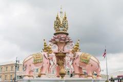 Słoń statua blisko Wata Phra Kaew zdjęcia royalty free