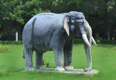 Słoń statua na greenfield zdjęcia stock
