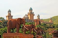 Słoń statuy na moscie czas w słońca mieście, Południowa Afryka Obrazy Royalty Free