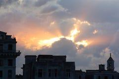 Słońca łamanie przez chmur w Kuba Obraz Stock