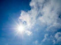 Słońca światło z niebieskim niebem Obraz Stock