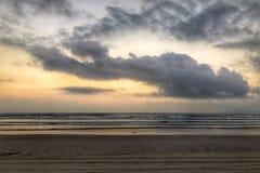 słońca chmurny morze zdjęcia stock