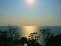 Słońca odbicie na wodzie obrazy royalty free