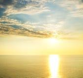 Słońca odbicie przy zmierzchem i łuna. Obraz Stock