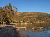 Słońca położenie na Małej Greckiej wiosce rybackiej Fotografia Stock