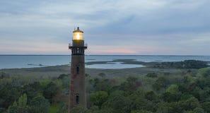 Słońca położenie przy Currituck latarni morskiej Zewnętrznymi bankami Pólnocna Karolina obraz stock