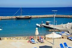 Słońca Tarasowy i mały schronienie, Agios Nikolaos Fotografia Royalty Free